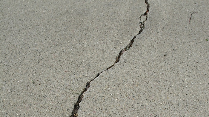 Large crack in driveway of house for sale.