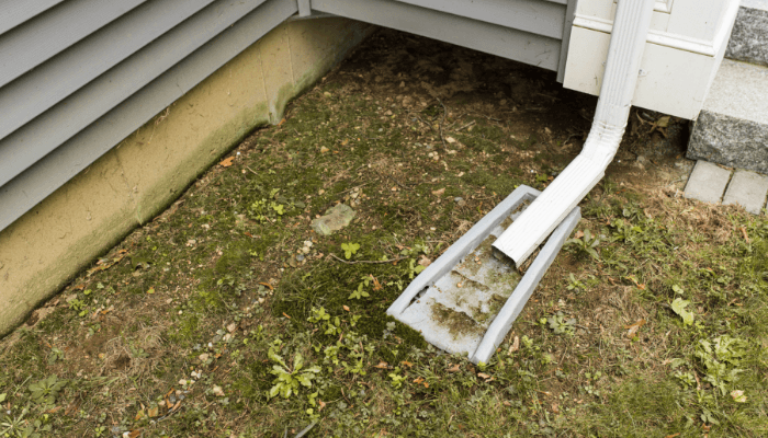 A downspout that has been maintained outside of a home.