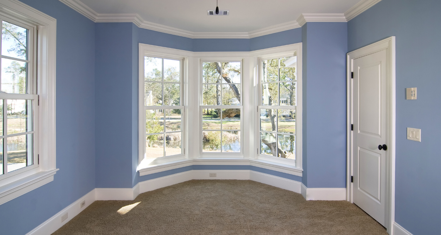 A home with crown molding.