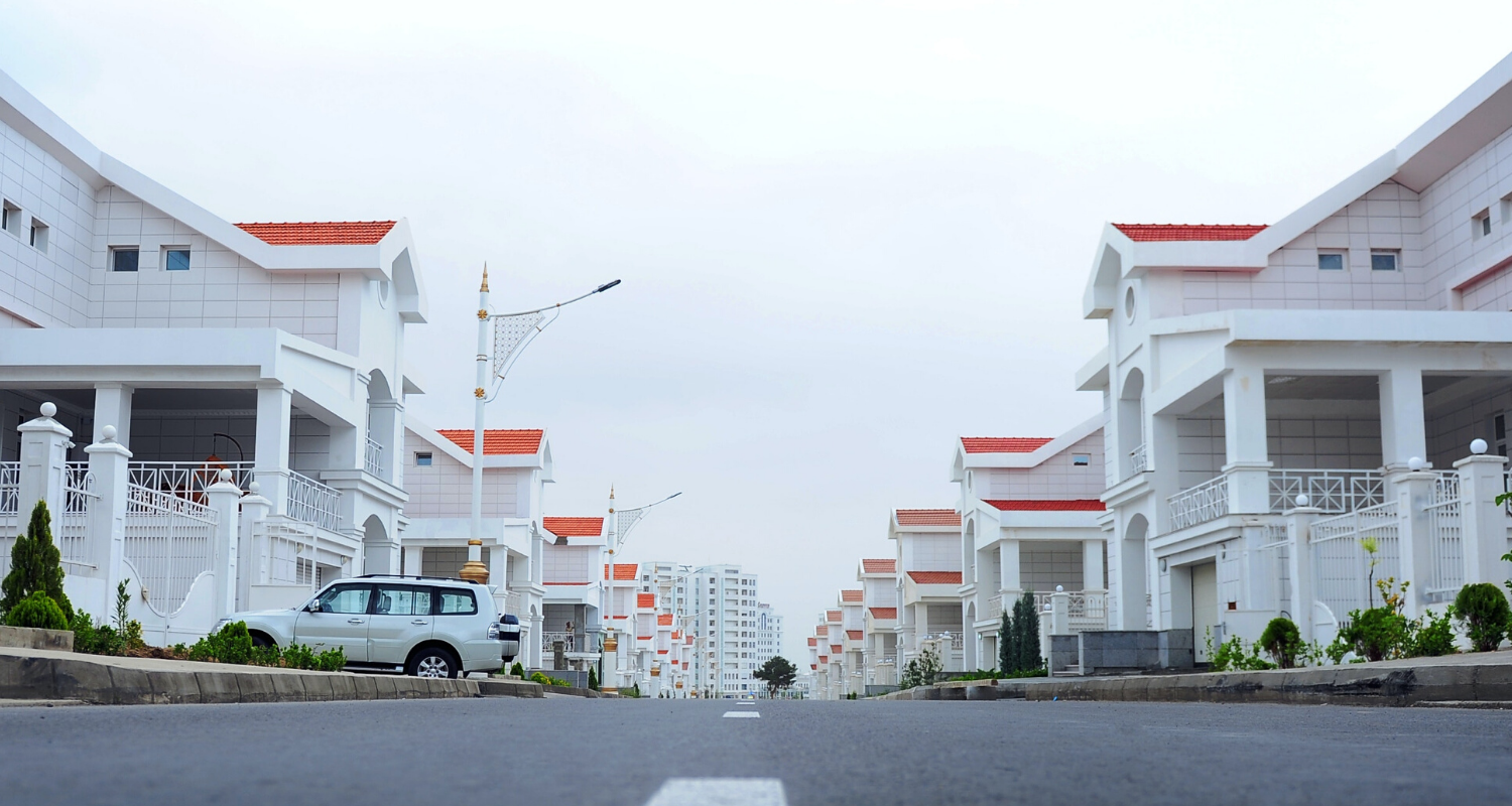The street view of several rent to own homes that build credit.